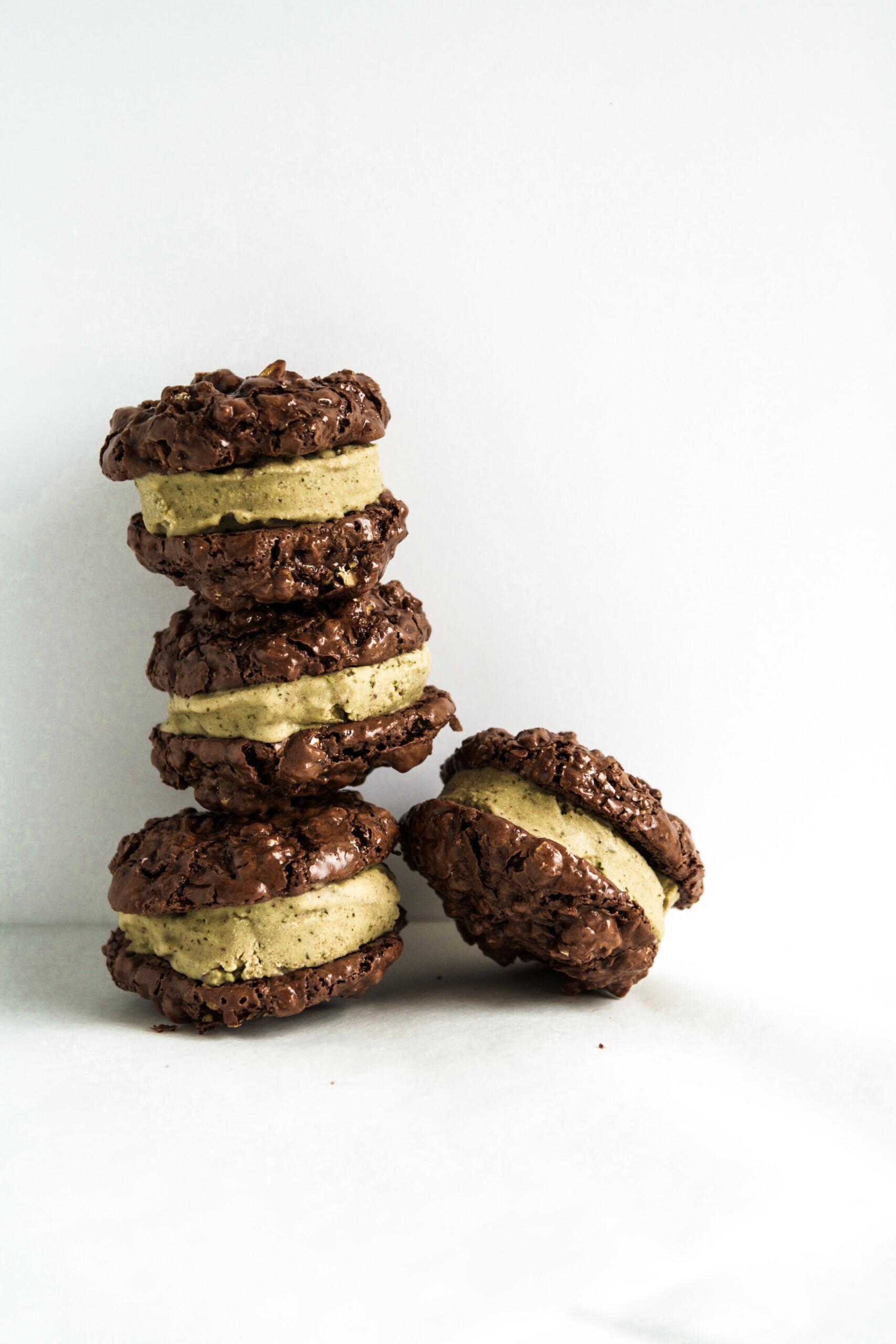 [Dairy-Free & Gluten-Free] Mint & Chocolate Ice Cream Sandwich Cookies | Zestful Kitchen
