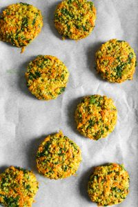 With a simple, yet impressive, ingredient list, these whole-grain sorghum cakes couldn't be any easier to make. And when you throw carrots, arugula, curry, and a hearty amount of garlic into the mix, they also don't lack any oomph. These Curried Sorghum Cakes are definitely weeknight-dinner fare. | Zestful Kitchen